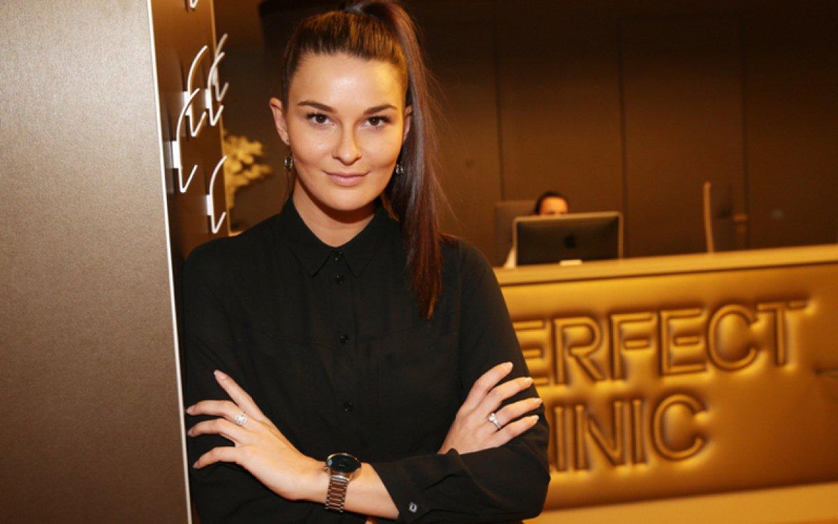 Miss Nikol Švantnerová v rukách plastického chirurga Romana Kufy